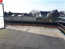 Prachtig villa appartement met mooi zonneterras en privé autostaanplaats te huur in Sint-Niklaas