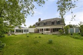 Ruime rustig gelegen Franse villa met grote tuin