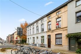 Te koop te renoveren 3 slaapkamer woning in Gent