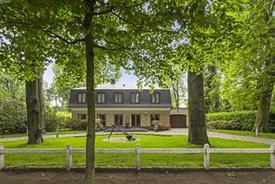 Prachtige villa te koop in residentiële wijk