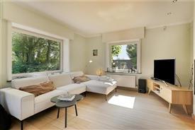 Woning met bijgebouwen op 7950 m² grond