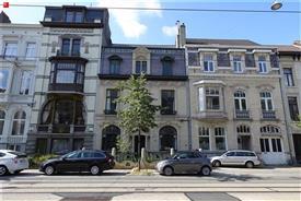 Gerenoveerd appartement met koertje op wandelafstand van Sint-Pieterstation