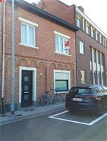 Charmante rijwoning nabij centrum te huur in Tielrode.