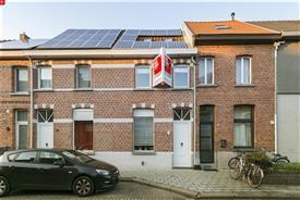Charmante instapklare rijwoning te koop in Sint-Niklaas nabij centrum