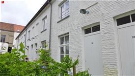 Gerenoveerd beluikhuisje met garagebox te huur in Gent