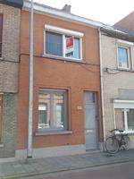 Centraal gelegen rijwoning met stadstuin en garage te huur in Sint-Niklaas