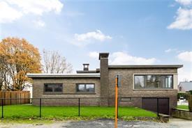 Volledig gerenoveerde Split-level woning met 4 slaapkamers te koop in Wondelgem