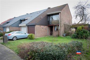 Foto 1 : Half open bebouwing te 2660 HOBOKEN (België) - Prijs € 325.000