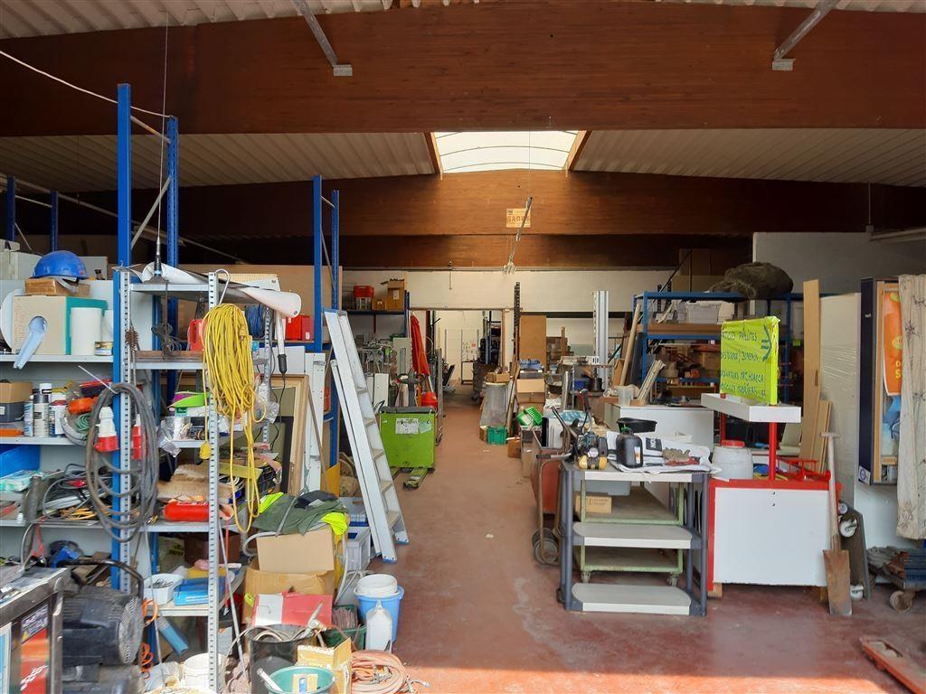 Foto 2 : Bedrijfsgebouwen te 7900 LEUZE-EN-HAINAUT (België) - Prijs € 2.700
