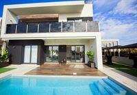 Image 1 : Villa à  TORREVIEJA (Espagne) - Prix 369.000 €
