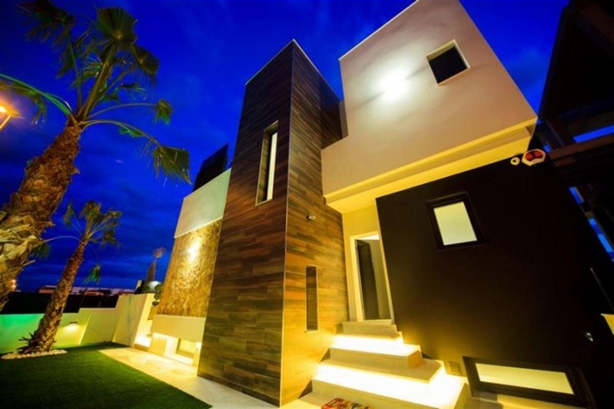 Image 3 : Villa à  TORREVIEJA (Espagne) - Prix 369.000 €
