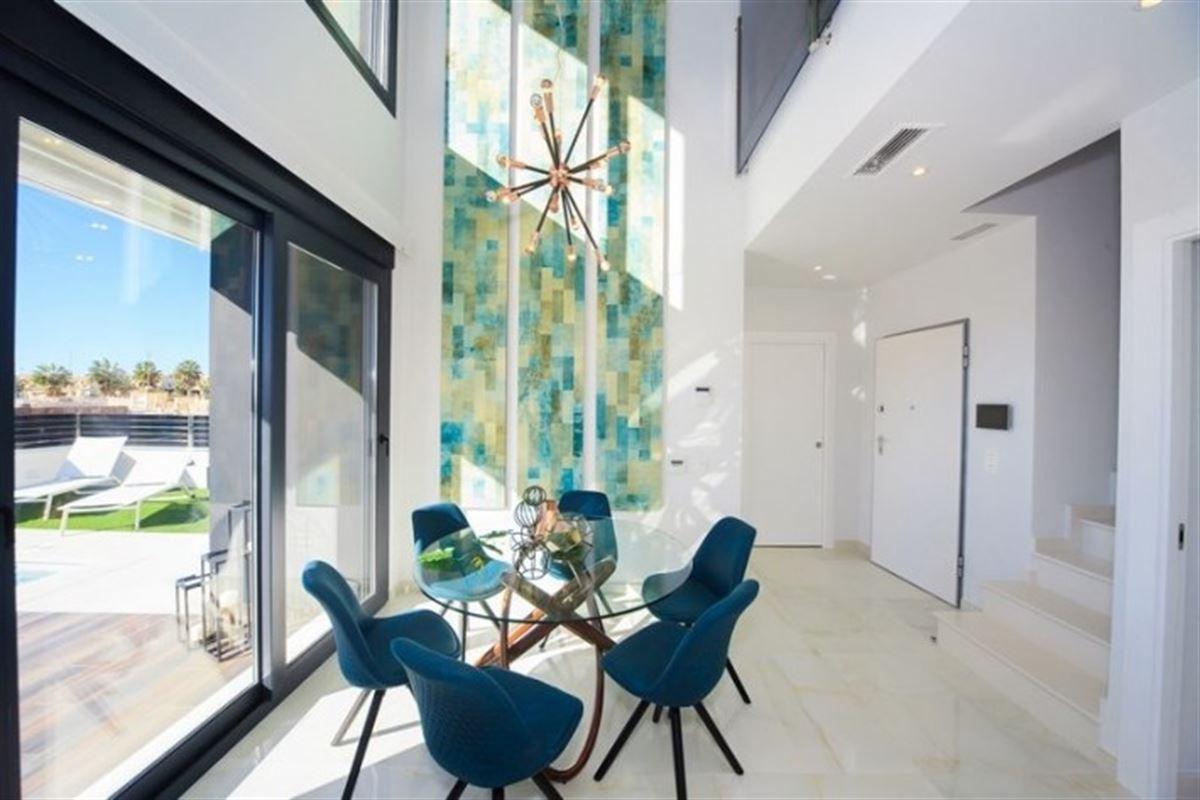 Image 10 : Villa à  TORREVIEJA (Espagne) - Prix 369.000 €