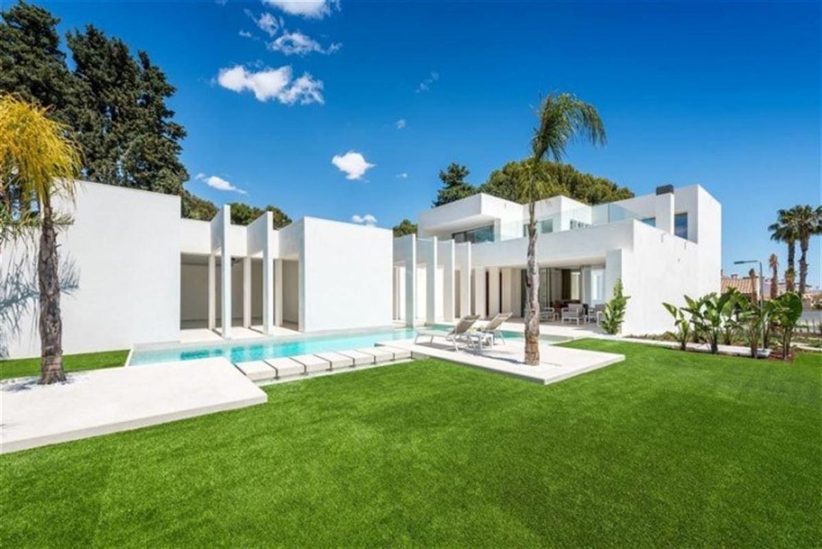 Image 1 : Villa à  LA ZENIA (Espagne) - Prix 1.590.000 €