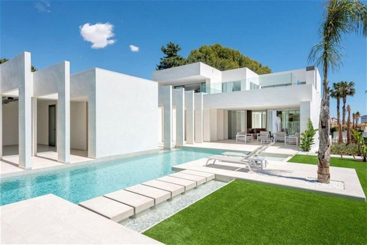 Image 2 : Villa à  LA ZENIA (Espagne) - Prix 1.590.000 €