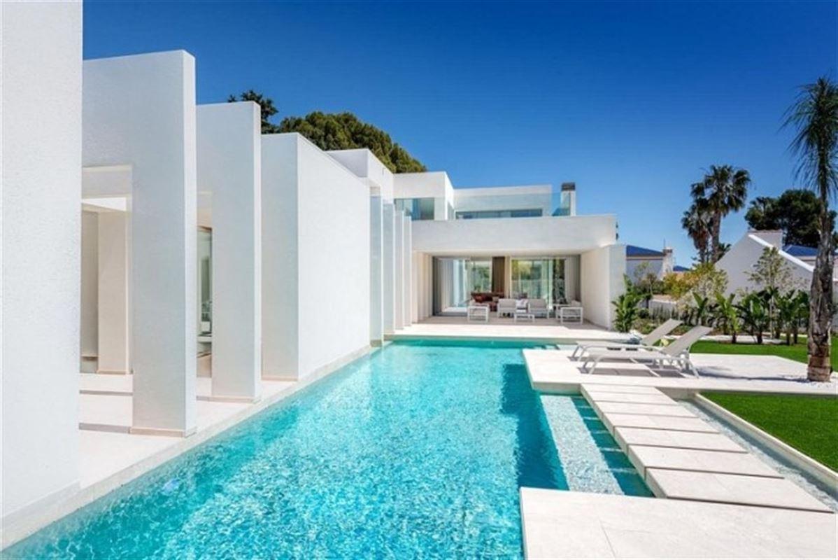 Image 5 : Villa à  LA ZENIA (Espagne) - Prix 1.590.000 €
