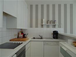 Res. Casino A  0401 - Zonnig appartement met 2 slaapkamers gelegen op de 4de verdieping in de winkelstraat te Nieuwpoort-Bad - Inkomhall met vestiaire...