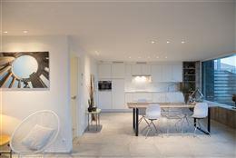 Res. Apollo V 00.01 - Volledig gerenoveerd gelijkvloersappartement met twee slaapkamers - Zuidgericht - Smaakvol afgewerkt - Inkomsas - Inkom met vest...