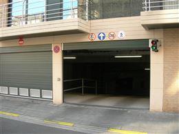 Res. Apollo V - G05.02.02 - Ruime afgesloten garagebox op niveau -2 - Afmetingen: 2,80 x 10,60 m - Inrit via de Franslaan - Volle eigendom...