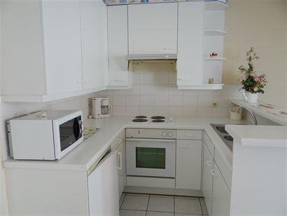 MEUBLE A LOUER A L'ANNEE - situé au 2eme étage - salon spacieux avec terrasse - cuisine ouverte équipée avec cuisinière électrique, frigo et fou...