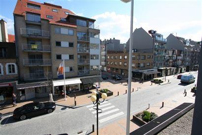 Res. Aigues Marines A201- Gezellig appartement met 2 slaapkamers gelegen op de 2de verdieping aan de zonnekant in de winkelstraat te Nieuwpoort-Bad - ...