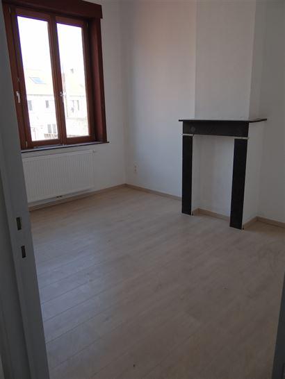 A LOUER A L'ANNEE - maison de rangée avec 2 chambres à Nieuport Ville - rez-de-chaussée: nouvelle cuisine équipée avec frigo, congélateur, lave-...