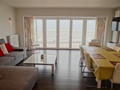 TE HUUR OP JAARBASIS - volledig gerenoveerd - 7de verdieping op de autovrije zeedijk - frontaal zeezicht - ingerichte keuken met frigo, vaatwas, micro...