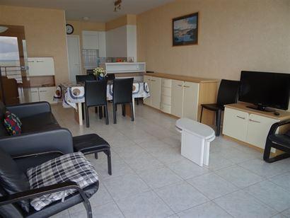 TE HUUR OP JAARBASIS - 9de verdieping met frontaal zeezicht vanuit de living en vanuit de slaapkamer - slaapkamer met bed 1x2 - ruime slaaphoek met 2x...