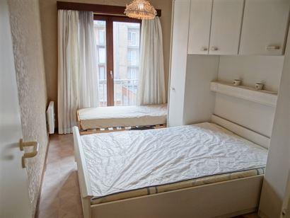 TE HUUR OP JAARBASIS - gemeubeld - 1 slaapkamer - centraal gelegen - zonneterras - ingerichte keuken - ingerichte badkamer - apart toilet - 60 euro pr...