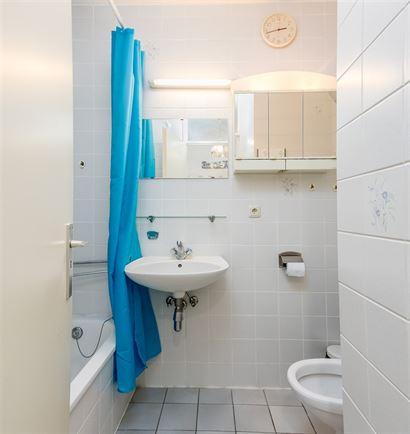 A LOUER A L'ANNEE - bel appartement meublé avec 1 chambre - salon avec divan-lit 1x2 - cuisine ouverte équipée de taques électriques, frigo, lave-...