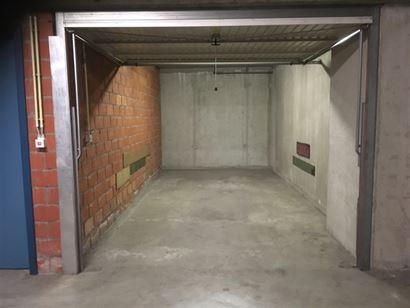 Res. Zonnekeer G2.50 - Afgesloten garagebox gelegen op niveau -2 - Afmetingen: 2,75 x 5,95 m - Inrit gelegen in de Franslaan.  ...