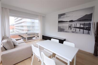 TE HUUR OP JAARBASIS - zongerichte studio met zicht op de villawijk - gelegen op een hoek - ingerichte open keuken met elektrisch fornuis, oven en vaa...