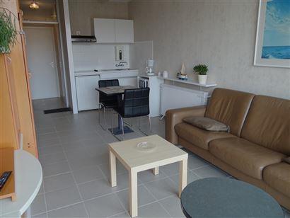 STUDIO TE HUUR OP JAARBASIS - gemeubelde studio - living met opklapbed 1x2 - ingerichte keuken met frigo, microgolf en oven - ingerichte badkamer met ...