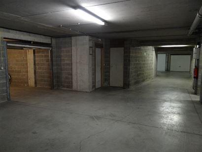 Rés. Nieuwzand - garage fermé situé au niveau -1 dans le Franslaan à Nieuport-Bain - 2m54 x 4m90 - Plein propriété....