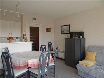 Res. De Warande VI 0107 - Studio met slaaphoek - Gelegen op de vierde verdieping aan de zonnekant in de Franslaan - Inkomhal met slaaphoek - Living me...