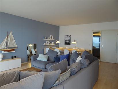 Res. Ambassade A 0701 - Ruim appartement met 3 slaapkamers - Grootse inkomhal met vestiaire - Gastentoilet - Riante leefruimte (breedte van 5 m) - Ter...