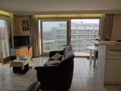 TE HUUR OP JAARBASIS - mooi gelegen hoekappartement op de 6de verdieping - zongerichte living met divanbed 1x2 - zijdelings zeezicht vanuit het zijraa...