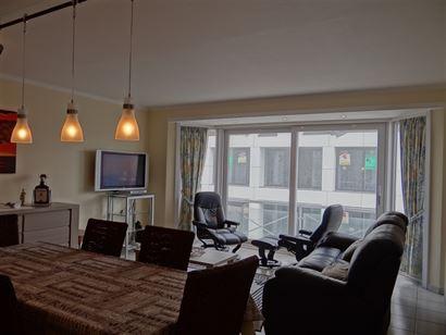Res. Seastar 0302 - Ruim appartement met zijdelings zeezicht - Gelegen  in een zijstraat van de Albert I laan - Inkom - Leefruimte met open geïnstall...