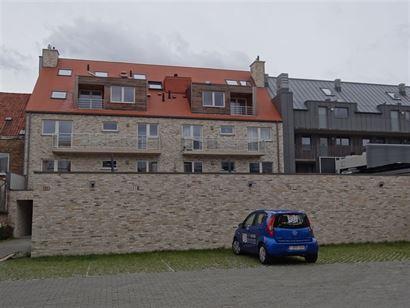 NEPTUNUS PARKING 7 - Open parkeerplaats op afgesloten binnenplaats - Nieuwbouw - Centrale ligging in Nieuwpoort-Stad (zijstraat van de Kaai) - Afmetin...