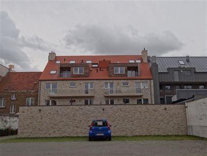 NEPTUNUS PARKING 8 - Open parkeerplaats op afgesloten binnenplaats - Nieuwbouw - Centrale ligging in Nieuwpoort-Stad (zijstraat van de Kaai) - Afmetin...