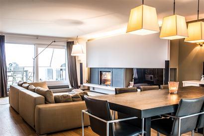 Zonnekring 10.01 - Grandioos appartement met 3 slaapkamers - Ruime inkomhal met vestiaire en gastentoilet - Leefruimte met open haard - Open geïnstal...