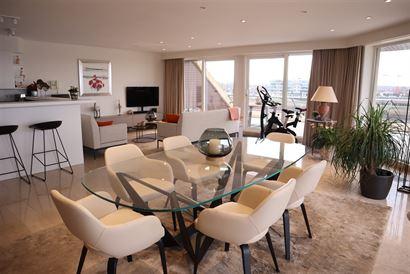 TE HUUR OP JAARBASIS - zeer ruim ongemeubeld appartement aan de jachthaven - living op de hoek met terras rondom - ingerichte open keuken met frigo, d...