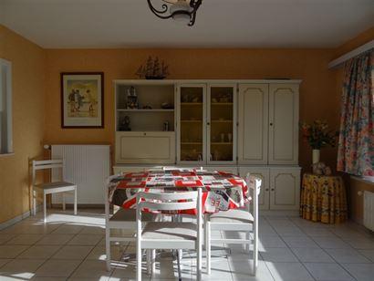 Res. Cape Coral 0303 - Zonnig en ruim appartement met twee slaapkamers -  Gelegen op de derde verdieping in de Franslaan - Inkom - Leefruimte (met bre...