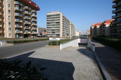 Garagecomplex Franslaan G 1080 - Gelegen op niveau -1 - Afgesloten garagebox in volle eigendom - Afmetingen 2,88 x 5,65 m...