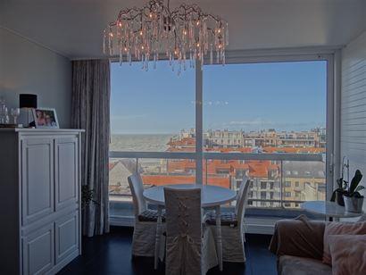 Res. Ysera I 0915 - Gerenoveerde instapklare studio met ruime slaaphoek (dubbel bed) - Fantastisch open zicht op zee en op de St-Bernarduskerk van op ...