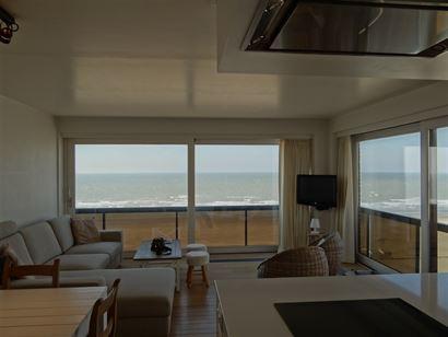Res. Nemrod - 0602 - Hoekappartement met 2 slaapkamers - Gelegen op de 6de verdieping op de autovrije zeedijk van Nieuwpoort - Inkomhal - mooie living...
