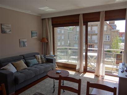 Res. De Warande VI - 0107 -  Studio met slaaphoek - Gelegen aan de zonnekant op de eerste verdieping in de Franslaan - Inkomhal met slaaphoek en vesti...
