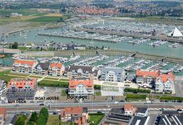Res. Yacht Club 0101 - Appartement met 2 slaapkamers gelegen op de eerste verdieping langsheen de Albert I laan te Nieuwpoort bad Inkomhal met apart ...
