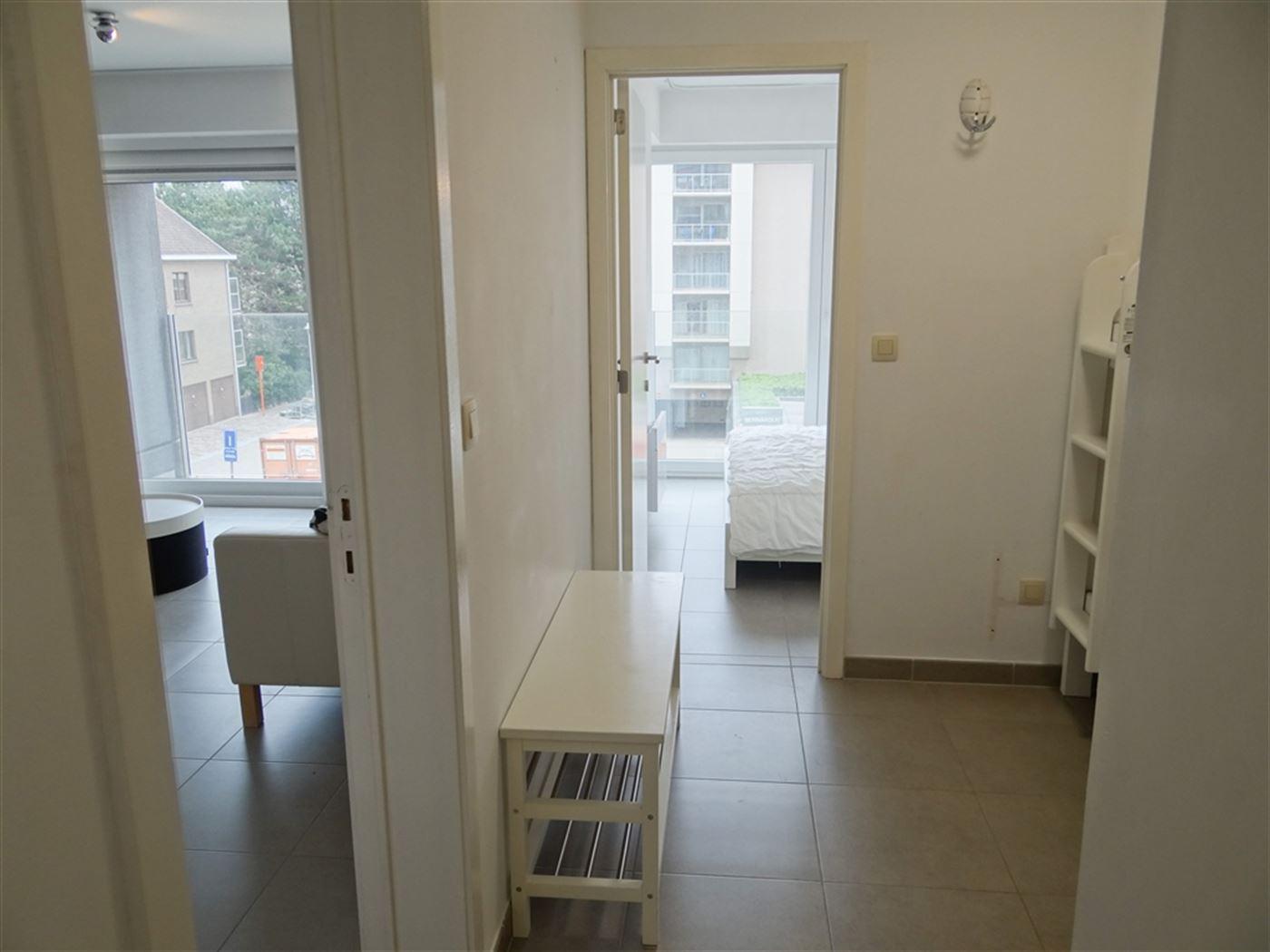 TE HUUR OP JAARBASIS - appartement met 1 slaapkamer en  slaaphoek - moderne uitgerust - open ingerichte keuken met frigo, micro-oven, vaatwas en keram...