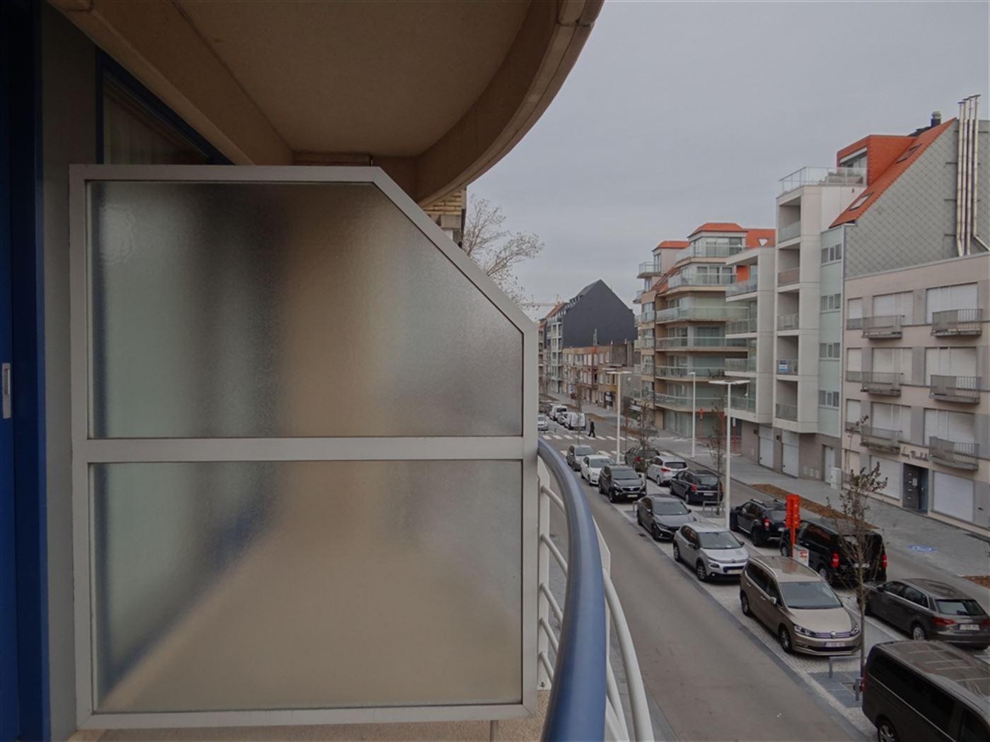 Res. Ensor 49/0202 - Instapklare zonnige studio met slaaphoek in een recente residentie - Gelegen op de tweede verdieping in de vernieuwde Franslaan -...