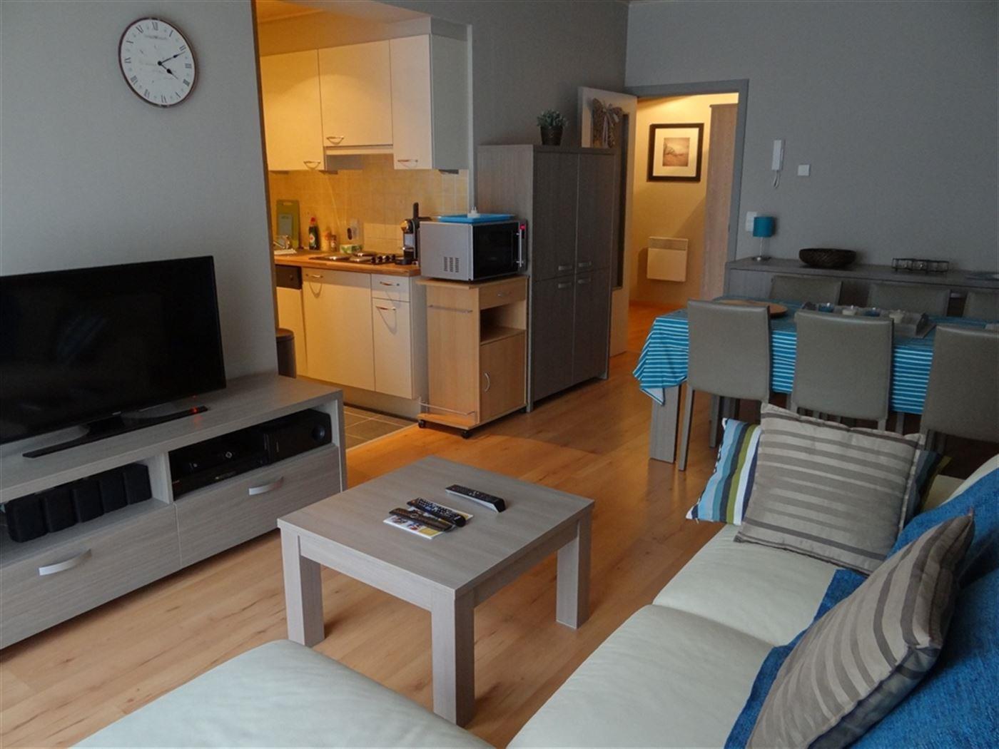 GEMEUBELD APPARTEMENT TE HUUR OP JAARBASIS - living met ingerichte keuken - ingerichte badkamer met combinatie ligbad en douche - slaapkamer met bed 1...